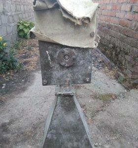Крупорушка двигатель
