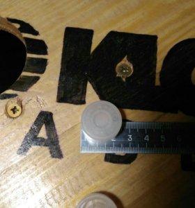 Пластиковые накладки на кнопки гитарной примочки