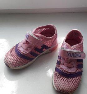 Кроссовочки детские.