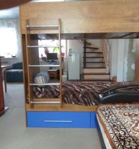 Продам двух ярусную кровать с матрацами