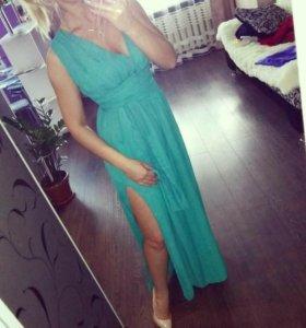Платье в зелёном цвете. Размер 42-46 . Ткань шифон