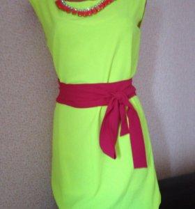 Яркое новое платье
