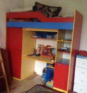 2х яростный стол ,шкафы ,Кровать