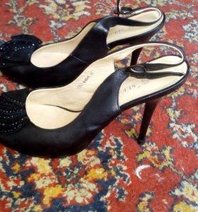 Продам туфли и басоножки