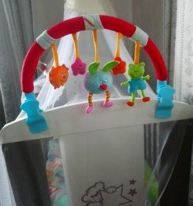 Дуга с игрушками на кроватку или коляску