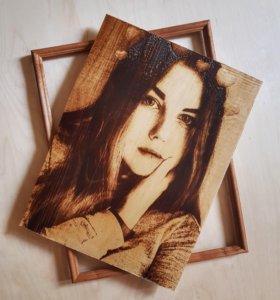Портрет по фото на дереве.