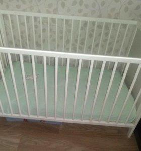 Детская кроватка из икеа с матрасом