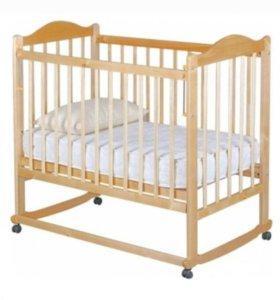 Кроватка светлая с новым матрасом