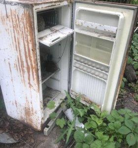 Отдам мебель , холодильник