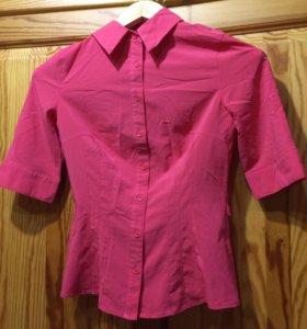 Ярко розовая рубашка XS.