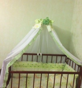 Детская кровать с балдахином.