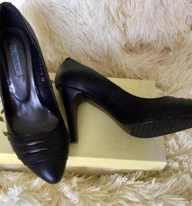 Женские чёрные туфли 38