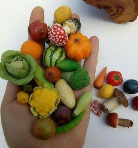 Игрушечные овощи и фрукты