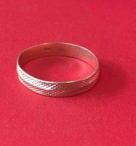 Кольцо золотое 585 пробы (2.2 гр.)