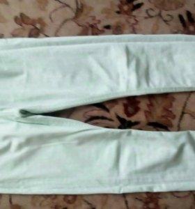 Женские зелёные джинсы