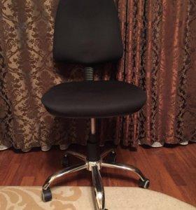 Кресло чёрное ,офисное