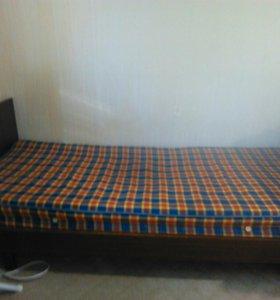 Односпальная кровать.