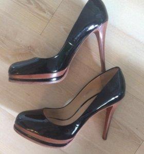 Шикарные лаковые туфли Carlo pozalini