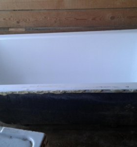Чугунная ванна с белым акриловым вкладышем