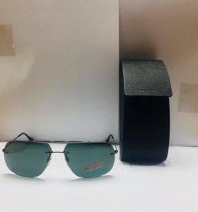 Продам солнцезащитные очки Prada