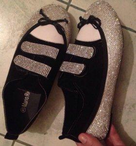 Туфли  со стразами новые