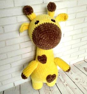 Жираф вязаный. Игрушка из плюшевой пряжи.