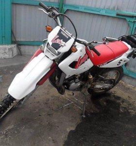 Yamaha lanza DT 230