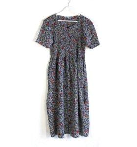 Серое длинное летнее платье с цветочками