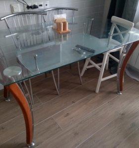 Стеклянный обеденный стол с полкой б/у