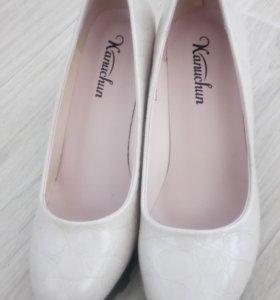 Лаковые красивые туфли 39р