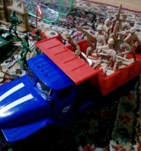 Машинка и солдатики