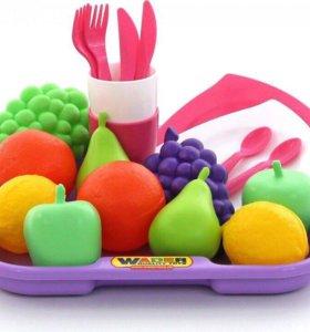Набор продуктов с посудкой и подносом