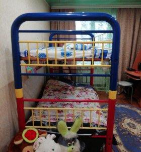 Кровать 2-х ярусная, 2 матраса, лестница