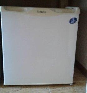 Холодильник SAMSUNG srg-058