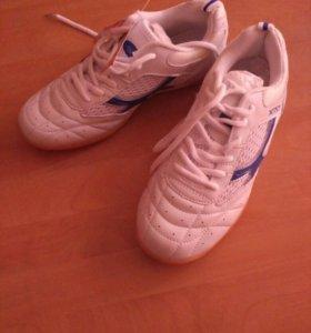 Кроссовки для настольного тенниса и бадминтона