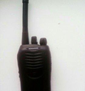 Продам портативную радиостанцию Кенвуд