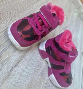 Детские кроссовки с мехом новые