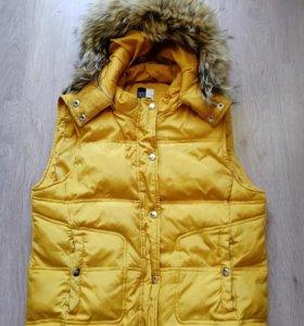 Желтый жилет пуховик теплый