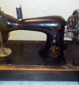 Швейная машина,рабочая