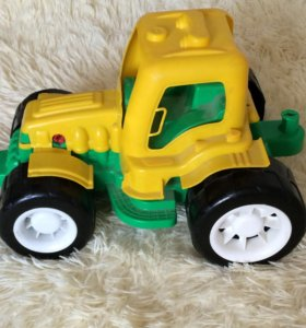 Трактор большой