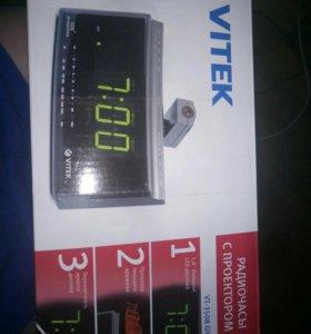 Радио часы с проектором vitek