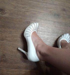 Белые свадебные туфли новые