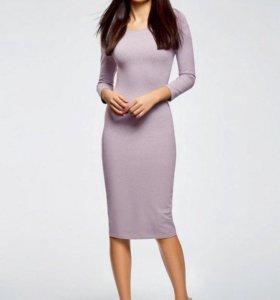 Силуэтное новое платье 42р