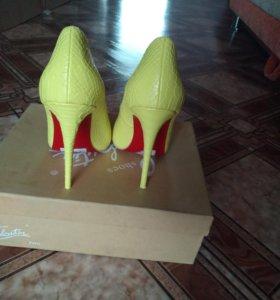 Женские туфли размер 35 новые,без набойек
