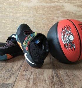 Баскетбольные крассовки с баскетбольным мячом