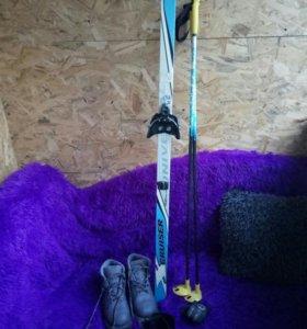 Продам лыжный комплект для ребенка