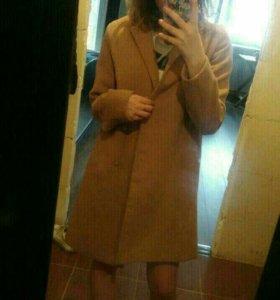Прямое пальто и шарф