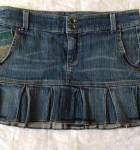 Юбка джинсовая на бёдрах. Бренд Mango.