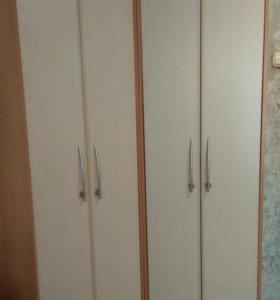 Два шкафа. Один из них угловой