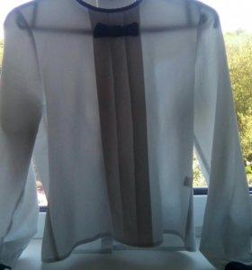 Блузка школьная на рост 152,взади на пуговках